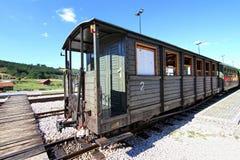 Vagão velho do trem na estação Fotos de Stock Royalty Free
