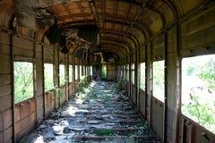 Vagone abbandonato e distrutto arrugginito invaso del treno Eco della guerra di Georgiano-abcaso Immagine Stock