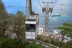 Vagone della cabina di funivia che va su al picco della roccia di Gibilterra Fotografie Stock