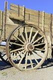 Vagone di legno d'annata e ruota spoked Fotografie Stock Libere da Diritti