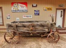 Vagone di legno e simboli il Texas fotografia stock