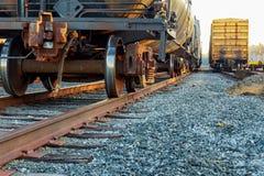 Vagoni del carico nella stazione ferroviaria Immagine Stock Libera da Diritti