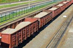 Vagoni del trasporto di ferrovia con la sabbia Fotografia Stock Libera da Diritti