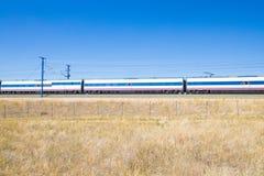 Vagoni del treno ad alta velocità in campagna Immagini Stock Libere da Diritti