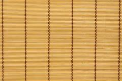 Vagos materiales de bambú del blanco del fabricante de la estera del rodillo del balanceo del sushi Imagen de archivo libre de regalías