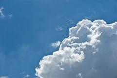 Vagos nublados del paisaje de la naturaleza del cielo azul de nimbo de la nube blanca hermosa Imágenes de archivo libres de regalías