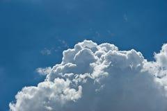 Vagos nublados del paisaje de la naturaleza del cielo azul de nimbo de la nube blanca hermosa Imagenes de archivo