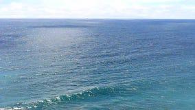 Vague au milieu de l'océan banque de vidéos