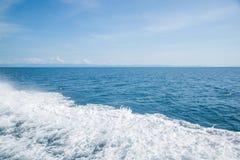 Vague blanche de bateau Image stock