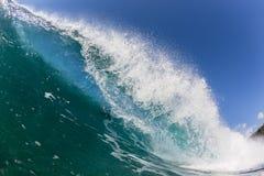 Vague cassant l'eau se brisante Photographie stock