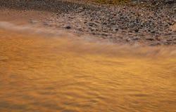 vague déferlante d'or Photo libre de droits