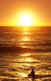 Vague déferlante de coucher du soleil Photographie stock