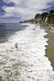 vague déferlante de paradis de crique de baigneurs Photo libre de droits