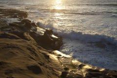 Vague déferlante de soirée à San Diego photographie stock