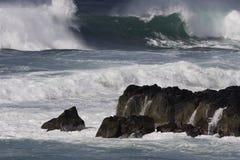 Vague déferlante de tempête Images stock