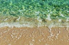 vague déferlante noire Ukraine de mer de la Crimée de côte photos stock