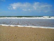 vague déferlante noire Ukraine de mer de la Crimée de côte Photo libre de droits