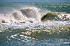 Vague déferlante turbulente Photos stock