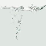 Vague d'eau avec des bulles d'air Photo libre de droits