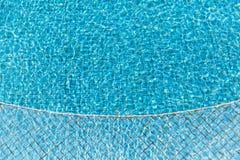 Vague d'eau dans la piscine Photos stock