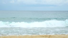 Vague d'eau dans le dîner de mer lent 120 fps à 30 fps clips vidéos
