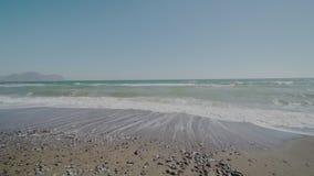 Vague de mer en automne banque de vidéos