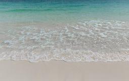 Vague de mer et plage de sable Photo libre de droits