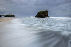 Vague de tache floue de mouvement à la plage de Kukup, Indonésie, Asie du Sud-Est Image stock