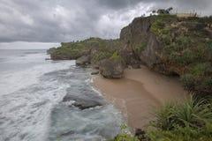 Vague de tache floue de mouvement à la plage de Kukup, Indonésie, Asie du Sud-Est Photographie stock libre de droits