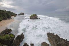 Vague de tache floue de mouvement à la plage de Kukup, Indonésie, Asie du Sud-Est Photo libre de droits