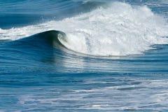 Vague déferlante et ondes d'océan Images libres de droits