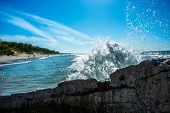 vague en mer baltique photographie stock