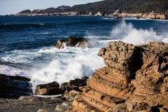Vague frappant Rocky California Coastline Photos stock
