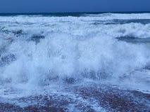 Vague furieuse de mer Photos libres de droits