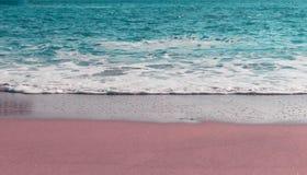 Vague molle d'oc?an bleu sur la plage sablonneuse Fond Foyer s?lectif images libres de droits