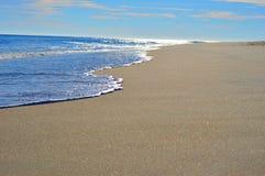 Vague molle sur la plage Image stock