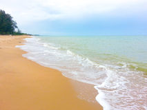 Vague sur la plage Photos libres de droits