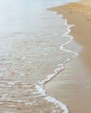 Vague sur une plage Photo stock