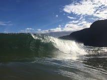 Vagues à la plage de Polihale sur l'île de Kauai, Hawaï Photos stock