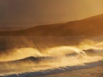 Vagues au coucher du soleil Photos libres de droits