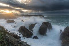 Vagues de 10 mètres sur la côte Galicien-asturienne ! Photographie stock