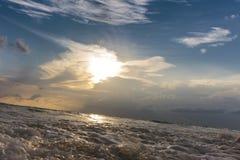 Vagues de mer et ensembles de ciel Images libres de droits