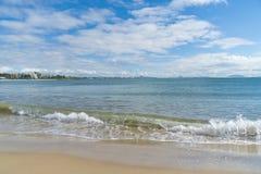 Vagues de plage de Mooloolaba Images libres de droits