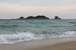 Vagues en mer du Japon, Russie. Images stock