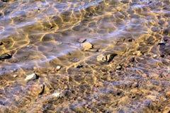 Vagues ensoleillées de rivière photo libre de droits