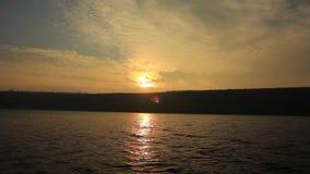 Vagues et coucher du soleil de mer clips vidéos
