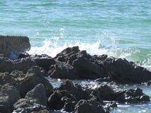 Vagues et roches Photo libre de droits