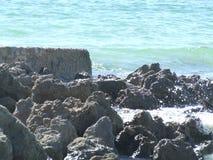 Vagues et roches Photographie stock