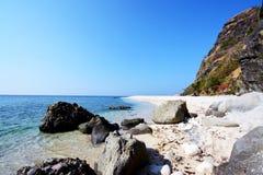 Vagues et roches d'île de Capones Photo libre de droits