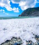 Vagues, mer, montagnes, Cinque Terre, Monterosso Al Mare, Italie photographie stock libre de droits